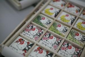 サンリオ社長室ギフト 宇治抹茶チョコ桐箱入りハローキティ限定版